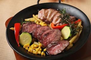 肉料理の写真素材 [FYI02835185]