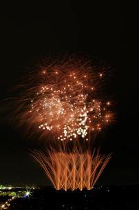 常総きぬ川花火大会 花火の巨匠 ~幽玄夜噺リクエスト~の写真素材 [FYI02835197]