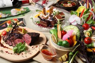 ローストビーフのコース料理の写真素材 [FYI02835285]