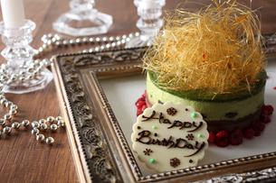 抹茶のバースデーケーキの写真素材 [FYI02835314]