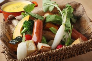 ソーセージと温野菜の写真素材 [FYI02835378]
