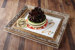 抹茶のホールケーキの写真素材 [FYI02835507]
