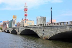 信濃川と万代橋の写真素材 [FYI02835688]