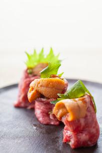 うにく寿司の写真素材 [FYI02835692]