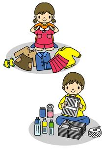 古着を並べる女の子とゴミの分別をする男の子のイラスト素材 [FYI02836008]