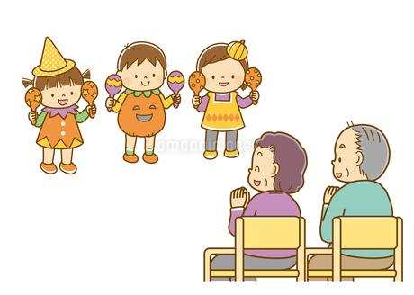 ハロウィンの衣装を着て演奏する子どもと、拍手する老人たちのイラスト素材 [FYI02836058]