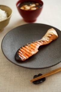 焼鮭のあさごはんの写真素材 [FYI02836395]