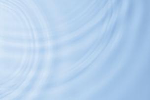 水面に広がる波紋のイメージの写真素材 [FYI02836488]