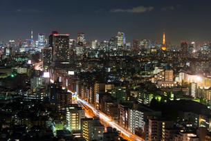 東京スカイツリーと東京タワーの夜景の写真素材 [FYI02836514]