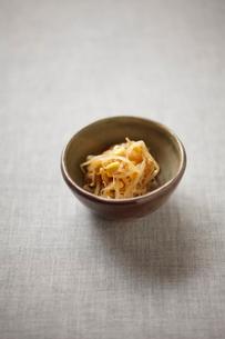 豆もやしのナムルの写真素材 [FYI02836554]
