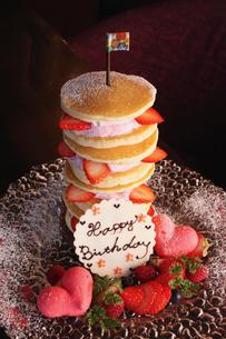 苺のパンケーキの写真素材 [FYI02836586]