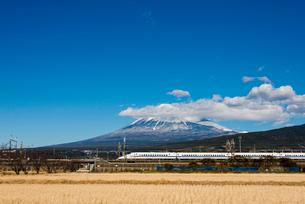 富士山と新幹線の写真素材 [FYI02836696]