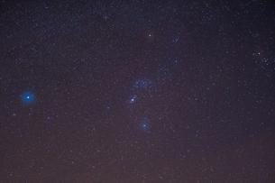 オリオン座と星々の写真素材 [FYI02836801]