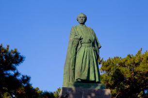 桂浜の坂本竜馬像の写真素材 [FYI02836851]