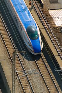 疾走する北陸新幹線の写真素材 [FYI02836877]