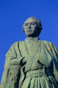 桂浜の坂本竜馬像の写真素材 [FYI02837011]