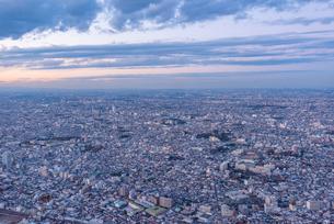 日没後の東京空撮の写真素材 [FYI02837032]