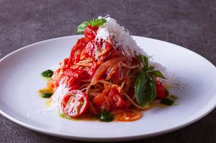 トマトのアマトリチャーナの写真素材 [FYI02837116]