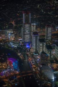 横浜みなとみらい全館点灯夜景空撮の写真素材 [FYI02837186]