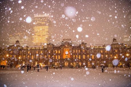 東京駅に降った大雪の写真素材 [FYI02837239]