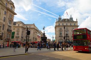 ロンドンの風景とダブルデッカーの写真素材 [FYI02837246]