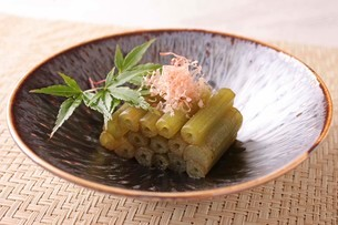 ふきの炒り煮の写真素材 [FYI02837375]