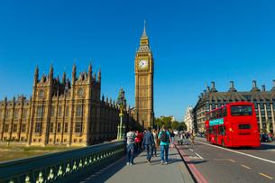 ロンドンの風景とダブルデッカーの写真素材 [FYI02837399]