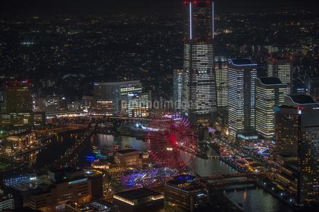 横浜みなとみらい全館点灯夜景空撮の写真素材 [FYI02837405]