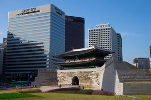 ソウルの南大門の写真素材 [FYI02837456]