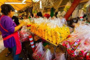 バンコクのフラワーマーケットの写真素材 [FYI02837635]