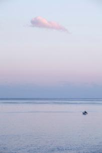 夕暮れの海の写真素材 [FYI02837674]