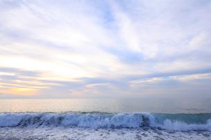 七里御浜海岸の夜明けの写真素材 [FYI02837705]