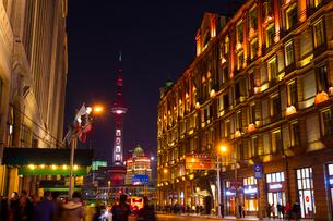 上海の夜景の写真素材 [FYI02837871]