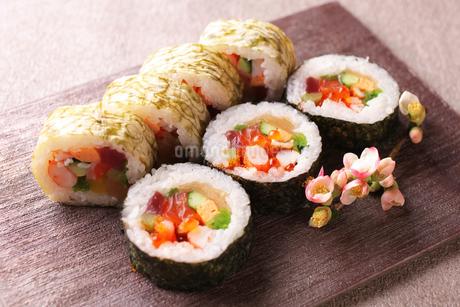 巻き寿司の写真素材 [FYI02837933]