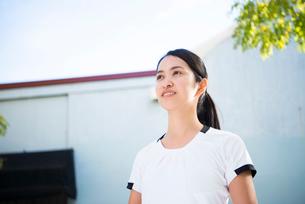 トレーニングウェアの女性の写真素材 [FYI02838143]