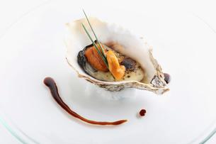 牡蠣とウニの写真素材 [FYI02838147]
