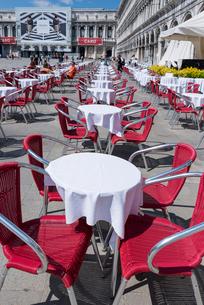サンマルコ広場のカフェテラスの写真素材 [FYI02838466]