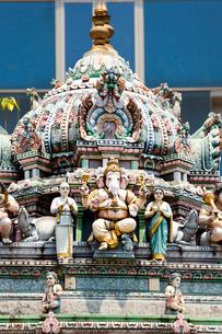 スリ・ビーラマカリアマン寺院 ゴープラムの彫刻細工の写真素材 [FYI02838605]