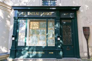 アトリエ洗濯船跡(Le Bateau-Lavoir)の写真素材 [FYI02838617]