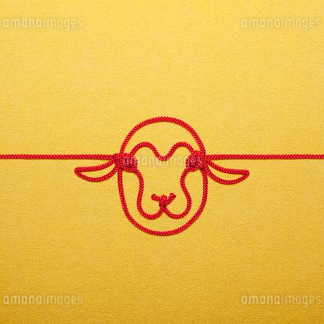 ひつじの顔を形作った紐の写真素材 [FYI02838863]