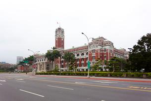 台湾 総統府と重慶南路の写真素材 [FYI02838864]
