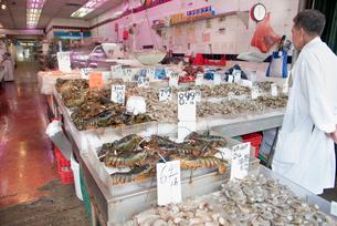 チャイナタウンの魚屋の写真素材 [FYI02839392]