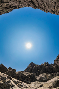 46億年を感じる立岩の写真素材 [FYI02839518]
