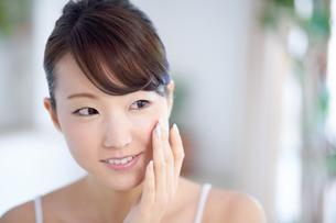 肌の綺麗な女性の写真素材 [FYI02839717]