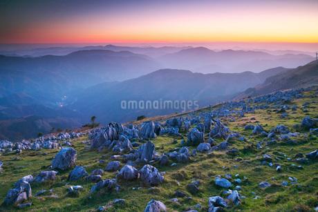 四国カルストの夕景の写真素材 [FYI02839771]