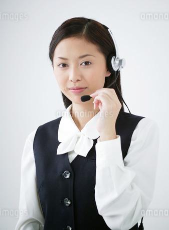 インカムをつけた女性の写真素材 [FYI02842470]