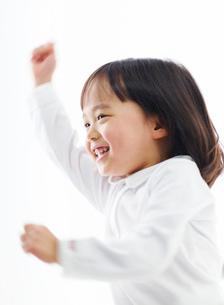 笑顔の女の子の写真素材 [FYI02842473]