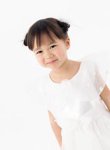 ドレスを着た女の子の写真素材 [FYI02842811]