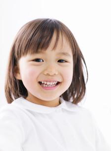 笑顔の女の子の写真素材 [FYI02843685]