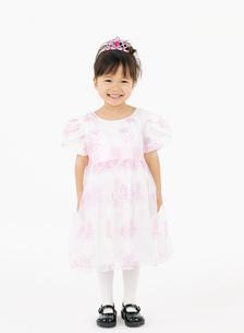 ドレスを着た女の子の写真素材 [FYI02843863]